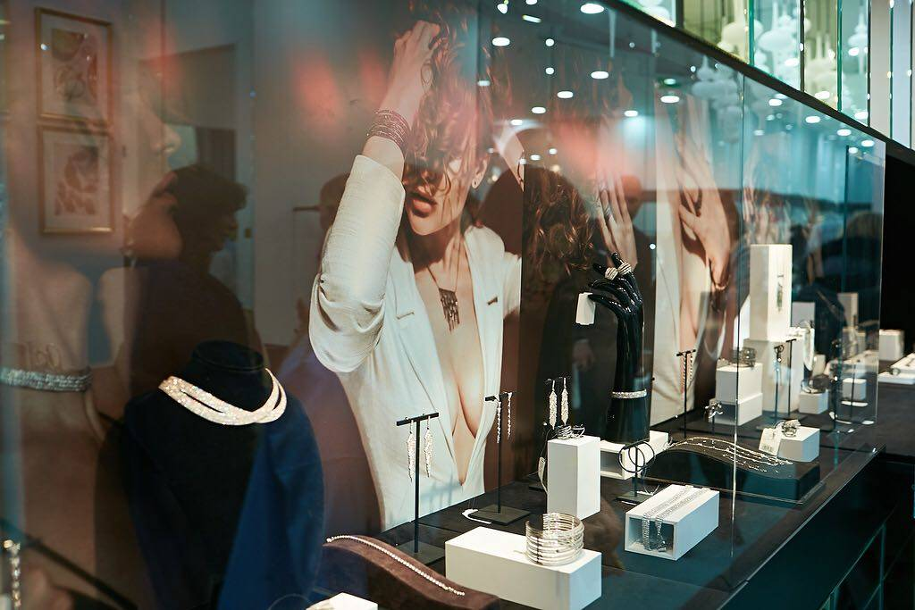 Презентация EMBRACE: первой коллаборации Dzhanelli x Poison Drop украшения Dzhanelli Jewellery House